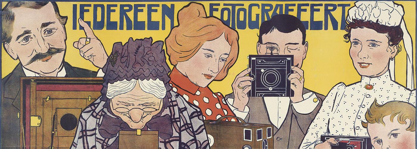Johann Georg van Caspel, Iedereen fotografeert met fototoestellen der Mij. Guy de Coral & co. Affiche, 1901. Rijksmuseum Amsterdam, RP-P-1912-2440.